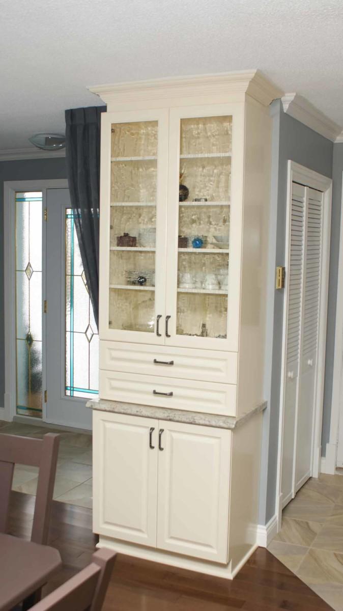 Country kitchen - Antique white   Les Armoires Séguin Cabinets