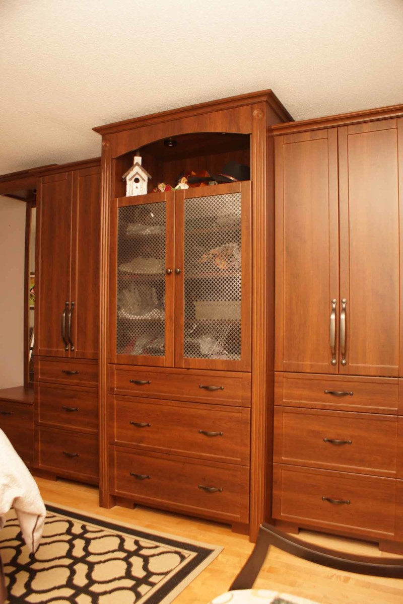 classic closet les armoires s guin cabinets. Black Bedroom Furniture Sets. Home Design Ideas
