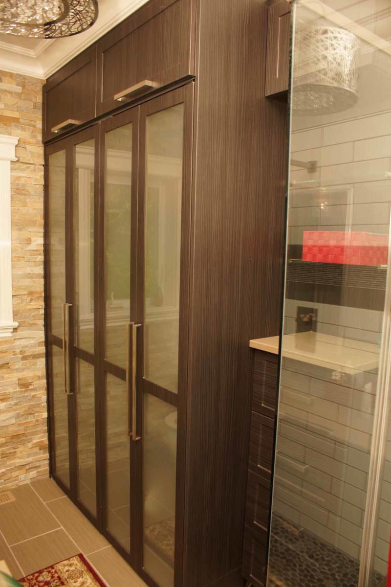 glass doors closet les armoires s guin cabinets. Black Bedroom Furniture Sets. Home Design Ideas
