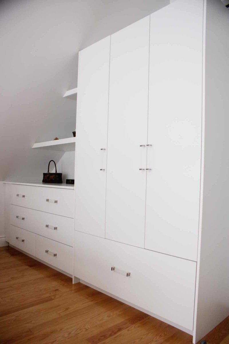 closet and dresser les armoires s guin cabinets. Black Bedroom Furniture Sets. Home Design Ideas